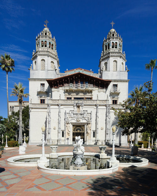 500px-Hearst_Castle_Casa_Grande_September_2012_panorama_2